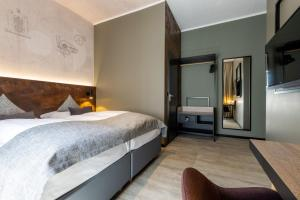 A bed or beds in a room at Boutique Essen City