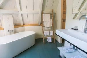 A bathroom at Landgoed Huize Boschoord