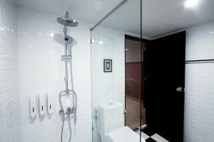 A bathroom at Blok Thonglor