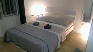 A bed or beds in a room at Studio apartman Adris