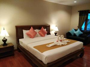 A bed or beds in a room at Scent of Sukhothai Resort