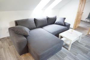 Ein Sitzbereich in der Unterkunft Ferienhaus Lusatia am Töpfer