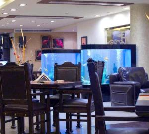A restaurant or other place to eat at Hollywood Inn Boutique Hotel