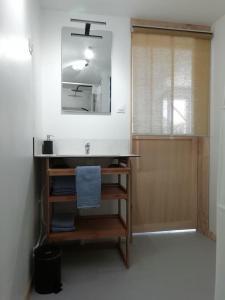 A bathroom at Les Rochettes - Pensez à apporter vos draps !
