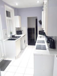A kitchen or kitchenette at Abbey Green View