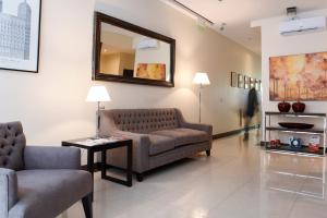 A seating area at Argenta Suites Belgrano