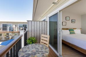 A balcony or terrace at Aqualina Inn Montauk