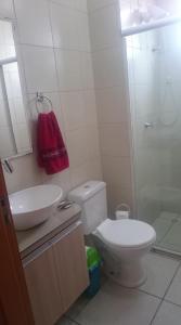 Um banheiro em Apartamento linda vista para o mar Penha Parque Beto Carrero