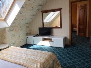 Телевизор и/или развлекательный центр в Отель Ренессанс