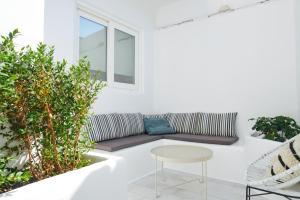 A seating area at Galini Hotel