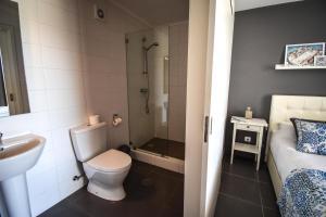 A bathroom at Casa nas Serras