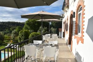 A restaurant or other place to eat at Casa nas Serras
