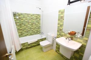 A bathroom at Hotel Amenal