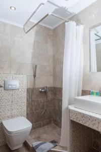 ห้องน้ำของ Ammos Beach Seaside Luxury Suites