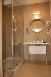 A bathroom at Hotel Del Conte