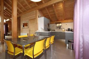 Kuchyň nebo kuchyňský kout v ubytování CHALET LE PADICHA