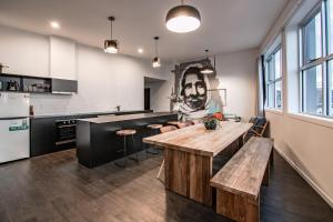 A kitchen or kitchenette at Change Overnight