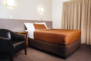 A bed or beds in a room at City Oasis Inn
