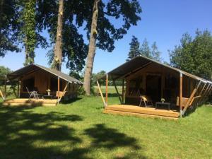 Das Gebäude in dem sich die Zelt-Lodge befindet