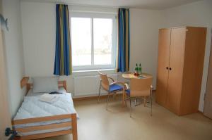 A bed or beds in a room at Jugendherberge Glückstadt