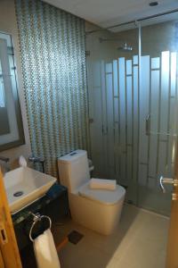 حمام في Meshal Hotel