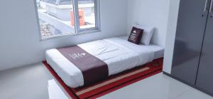 A bed or beds in a room at Rumah Alifa