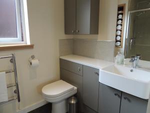 A bathroom at Heatherlea