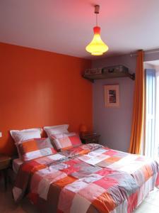A bed or beds in a room at La Gare De Millas Chambres d'hôtes
