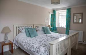 A bed or beds in a room at Langside Bed and Breakfast
