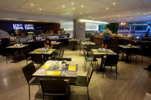 A restaurant or other place to eat at Casa Andina Select Miraflores