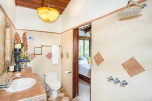 A bathroom at Hotel Villas Nicolas - Adults Only