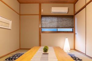 Bijou Suites Naniwaにあるキッチンまたは簡易キッチン