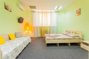 Ein Bett oder Betten in einem Zimmer der Unterkunft Mini Hotel near Arena Cit