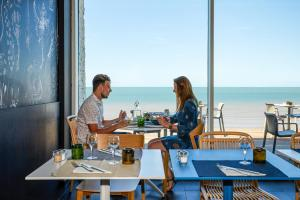 A restaurant or other place to eat at ibis Thalassa Le Touquet