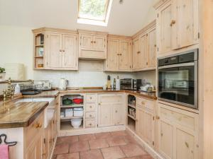 A kitchen or kitchenette at Drumhead Bothy