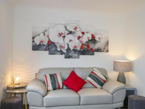 A seating area at 23 Waters Edge
