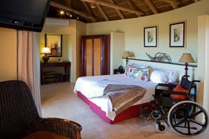 A bed or beds in a room at Kuzuko Lodge