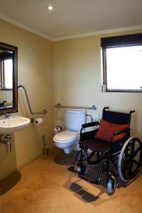 A bathroom at Kuzuko Lodge