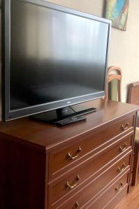 Телевизор и/или развлекательный центр в Апартаменты на Большой Очаковской