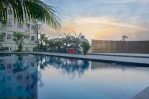 The swimming pool at or close to Titanium Express HomTel
