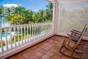 Ein Balkon oder eine Terrasse in der Unterkunft Hotel Villa Serena