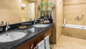 Un baño de MDS Hotel Concepción