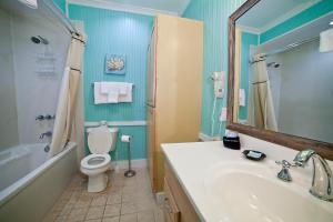 A bathroom at Georgianne Inn & Suites