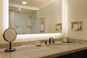 A bathroom at The Waterfront Beach Resort, A Hilton Hotel