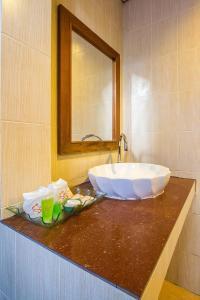 A bathroom at Sunda Resort