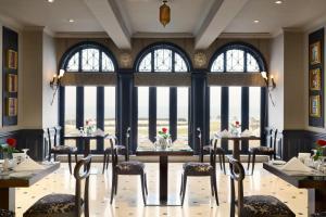 مطعم أو مكان آخر لتناول الطعام في هوثورن الاجنحة الفندقية من ويندام الخبر