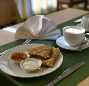 Breakfast options available to guests at Soft Hotel