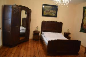 Łóżko lub łóżka w pokoju w obiekcie Zajazd Wilczy Gród