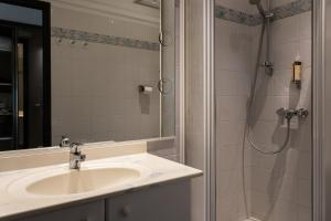 Salle de bains dans l'établissement Roc Hotel