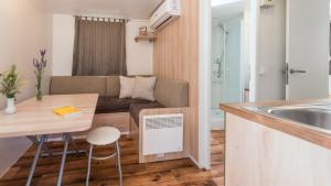 A kitchen or kitchenette at Camping Paklenica